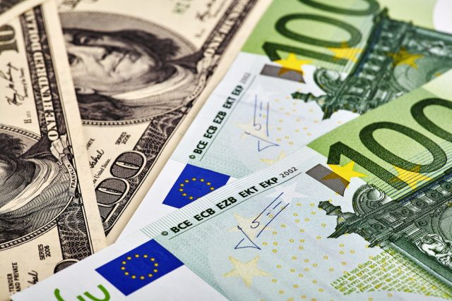 EUR/USD Head and Shoulders Pattern Hints at Further Downsides