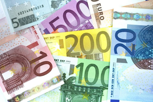 How Economic Reports Impact the Euro